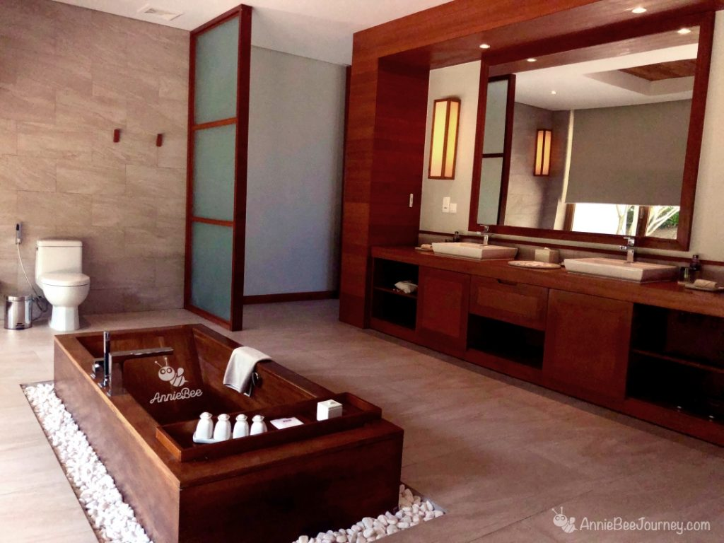 Large bathroom with bathtub at FLC resort in Quy Nhon, Vietnam