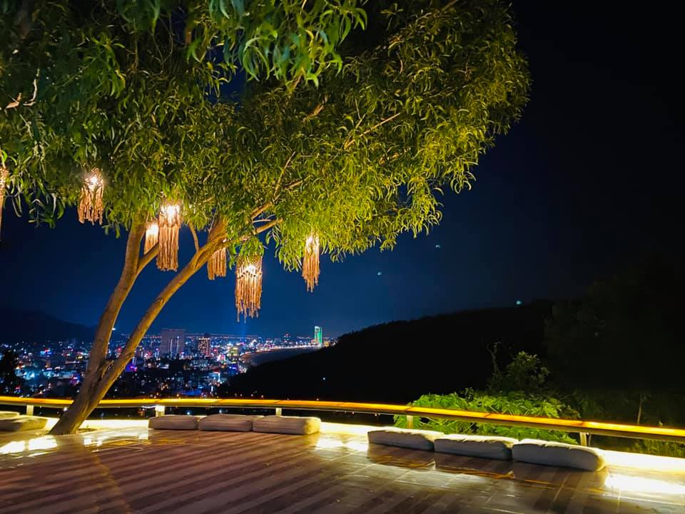 Enjoy the scenery of Quy Nhon city from above at night at Pumbaa coffee in Quy Nhon, Vietnam